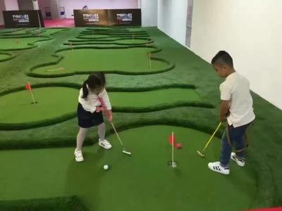 儿童迷你高尔夫球场
